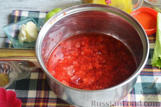 Фото приготовления рецепта: Салат с утиной грудкой и клубничным соусом - шаг №8