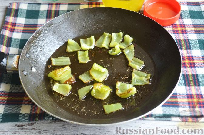 Фото приготовления рецепта: Салат с утиной грудкой и клубничным соусом - шаг №15