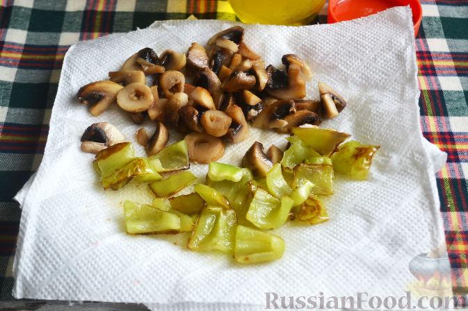 Фото приготовления рецепта: Салат с утиной грудкой и клубничным соусом - шаг №16