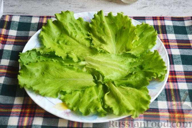 Фото приготовления рецепта: Салат с утиной грудкой и клубничным соусом - шаг №18