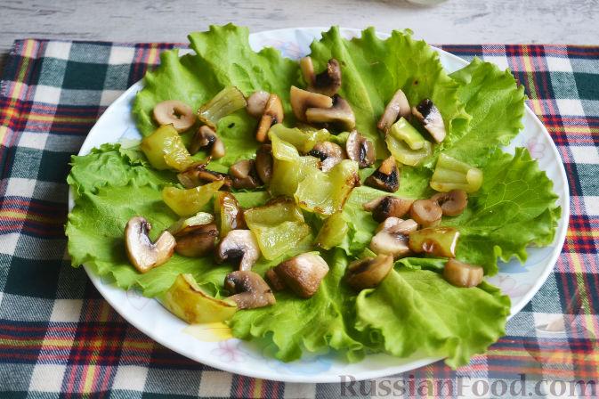 Фото приготовления рецепта: Салат с утиной грудкой и клубничным соусом - шаг №19