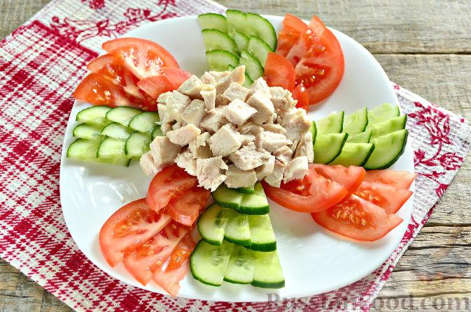 Фото приготовления рецепта: Праздничный салат с курицей - шаг №7