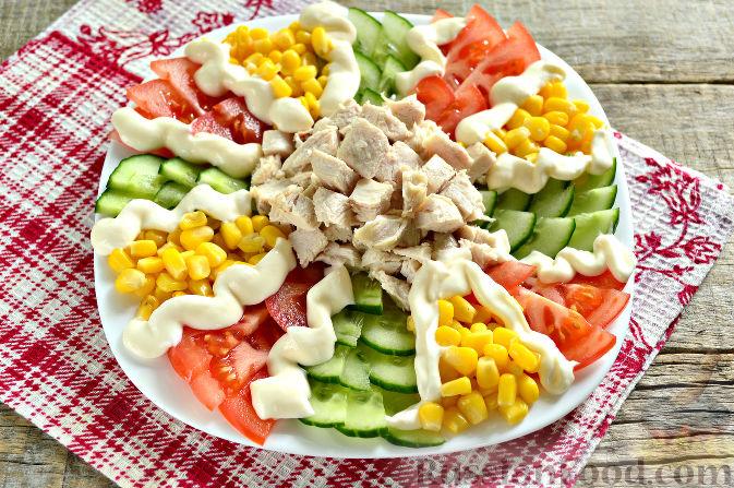 Фото приготовления рецепта: Праздничный салат с курицей - шаг №9