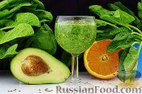 Фото к рецепту: Фруктовый смузи с авокадо и шпинатом