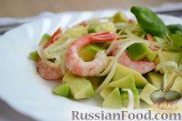 Фото к рецепту: Салат с креветками и авокадо