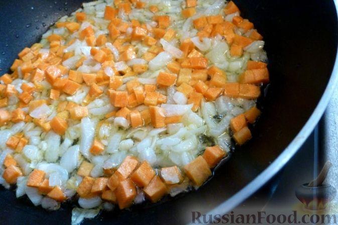 Фото приготовления рецепта: Булочки с вишнёвым вареньем, изюмом и орехами - шаг №22