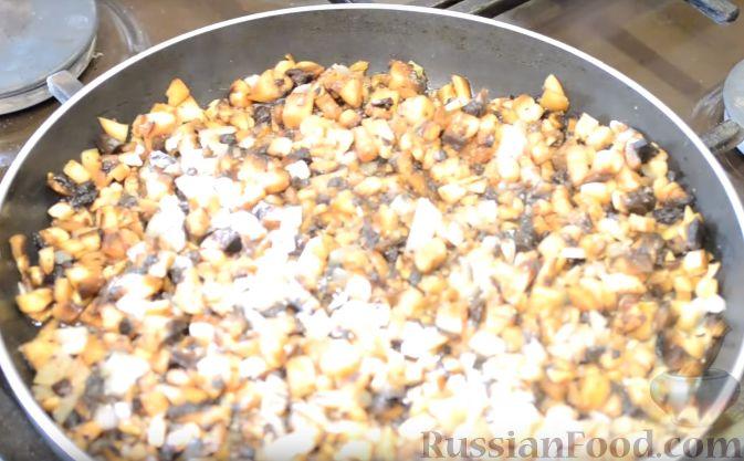 Фото приготовления рецепта: Сметанные лепёшки из дрожжевого теста (в духовке) - шаг №2