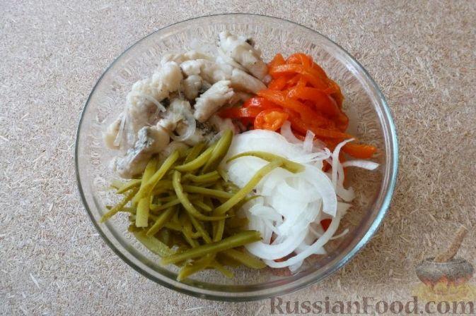 """Фото приготовления рецепта: Салат """"Визит в Сеул"""" с маринованной щукой - шаг №10"""
