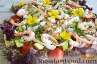 Фото к рецепту: Салат с креветками, ветчиной, авокадо и черри