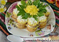Фото к рецепту: Закусочный торт-салат из крекеров, с рыбными консервами