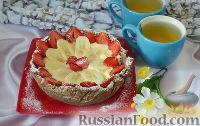 Фото к рецепту: Торт из крекеров, с бананами и клубникой