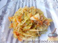 Фото к рецепту: Молодая капуста, тушенная с яблоками