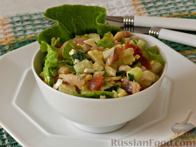 Фото к рецепту: Картофельный салат с копченой рыбой