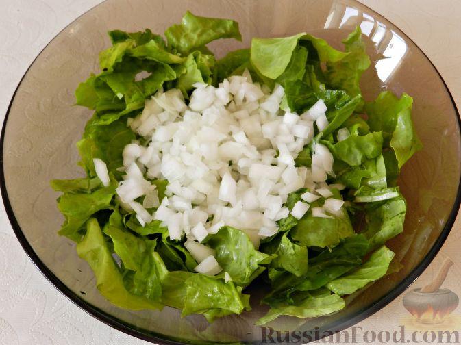 Фото приготовления рецепта: Картофельный салат с копченой рыбой - шаг №9