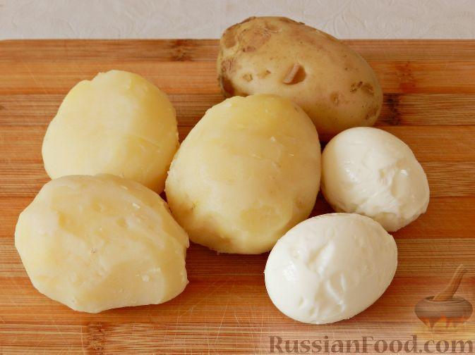 Фото приготовления рецепта: Картофельный салат с копченой рыбой - шаг №4