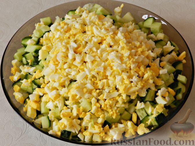 Фото приготовления рецепта: Картофельный салат с копченой рыбой - шаг №11