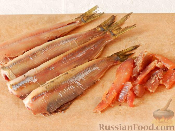 Фото приготовления рецепта: Картофельный салат с копченой рыбой - шаг №7