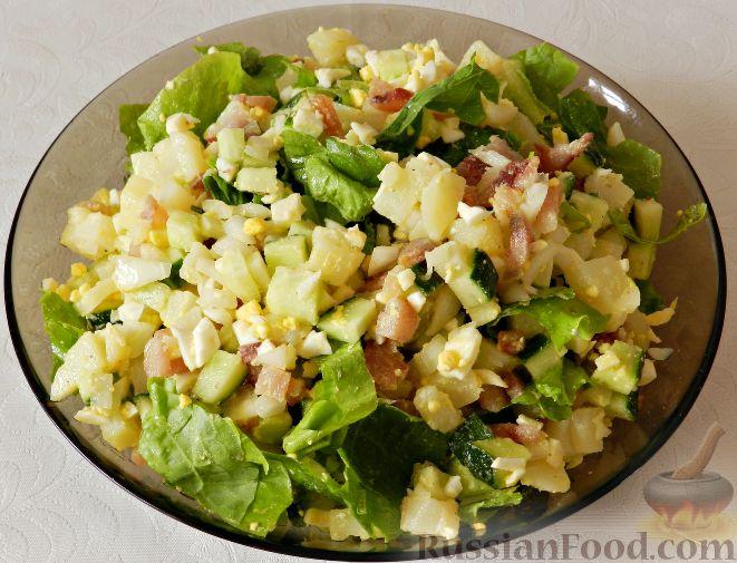 Фото приготовления рецепта: Картофельный салат с копченой рыбой - шаг №13