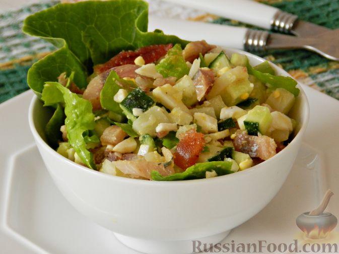 Фото приготовления рецепта: Картофельный салат с копченой рыбой - шаг №14