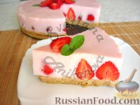 Фото к рецепту: Клубничный йогуртовый торт (без выпечки)