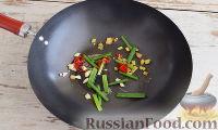 Фото приготовления рецепта: Кальмары с брокколи, в соевом соусе - шаг №3