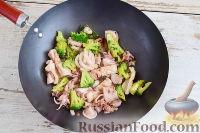 Фото приготовления рецепта: Кальмары с брокколи, в соевом соусе - шаг №9