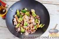 Фото приготовления рецепта: Кальмары с брокколи, в соевом соусе - шаг №8