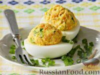 Фото к рецепту: Яйца, фаршированные копченой рыбой