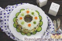 """Фото к рецепту: Салат """"Надежда"""" с курицей и черносливом"""