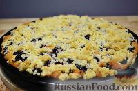 Фото к рецепту: Пирог с вишней, яблоком и штрейзелем