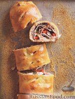 Фото к рецепту: Стромболи (пицца-рулет) с индейкой, ветчиной и сыром