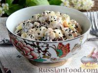 Фото к рецепту: Салат с курицей, грибами, яйцами и огурцом