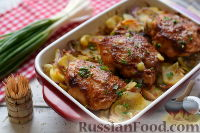 Фото к рецепту: Курица, запеченная в пикантном маринаде, с картофелем