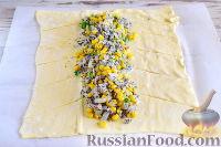 Фото приготовления рецепта: Пирог с луком, консервированной кукурузой и маком - шаг №7