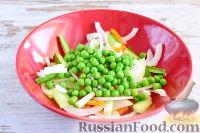 Фото приготовления рецепта: Салат с кальмарами и ветчиной - шаг №4