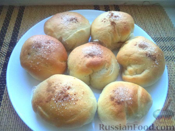 Фото приготовления рецепта: Сдобные булочки с фруктами и ягодами - шаг №13