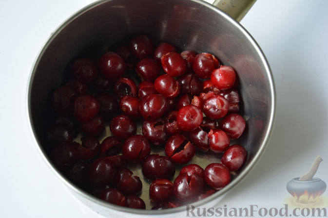 Фото приготовления рецепта: Повидло из черешни - шаг №4