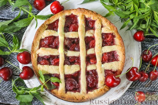 Фото приготовления рецепта: Песочный пирог с черешней - шаг №8