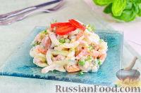 Фото приготовления рецепта: Салат с кальмарами и ветчиной - шаг №8