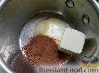 Фото приготовления рецепта: Сладкая колбаска со сметаной - шаг №3
