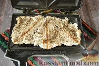 Фото приготовления рецепта: Бутерброды с мясом (в бутерброднице) - шаг №9