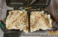 Фото приготовления рецепта: Бутерброды с мясом (в бутерброднице) - шаг №13