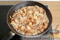 Фото приготовления рецепта: Жюльен с курицей и грибами - шаг №5