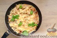 Фото приготовления рецепта: Жюльен с курицей и грибами - шаг №8