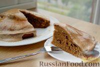 Фото к рецепту: Кофейный пирог с корично-сметанным соусом