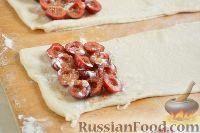 Фото приготовления рецепта: Слойки с черешней - шаг №5