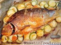 Фото к рецепту: Карп, запеченный с кабачками, под острым соусом