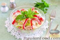 Фото к рецепту: Куриный салат с яблоком и болгарским перцем