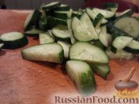 Фото приготовления рецепта: Овощной салат с брынзой и сухариками - шаг №6