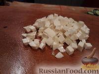 Фото приготовления рецепта: Овощной салат с брынзой и сухариками - шаг №8